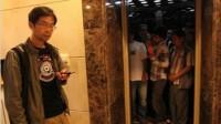 湖北樊城:电梯超载没人退出  直坠负一楼