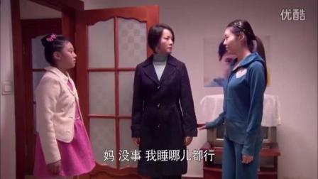 妈妈把外面的私生女带回家住,小女儿进房间,扔了陌生姐姐的行李