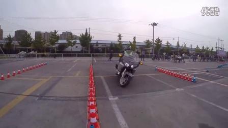 摩托車安全駕駛比賽 駕駛800多斤的本田金翼1800繞樁賽奪冠 金翼車操控沒得說