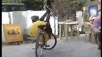 視頻: 別看哥單車破 玩起特技也是杠杠的