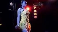 夜店里的两个清纯美女DJ热舞不穿内,裤不穿内;衣超性感的