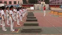 小學五年級體育教學視頻《箱上前滾翻障礙接力》第四屆全國體育觀摩課教學視頻