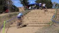 視頻: 好帶感好圓潤!牛人展示自行車爬樓梯