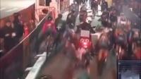 視頻: 94_紐約布魯克林一場自行車賽_一輛本應領航的摩托不知何故停在賽道上引發撞車